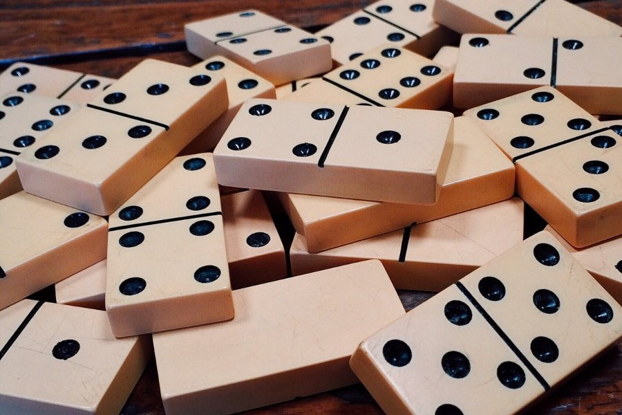 dominoes_game_domino_strategy-537505.jpg